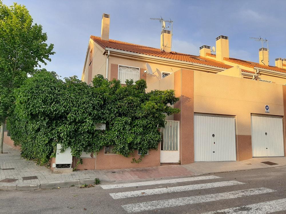 Chalet en esquina con Piscina en Seseña (Toledo)